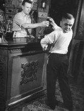 phillips-john-revolving-head-man-martin-laurello-at-party-held-for-robert-ripley-s-oddities