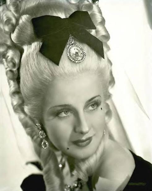 norma-shearer-as-marie-antoinette-a-favorite-portrait