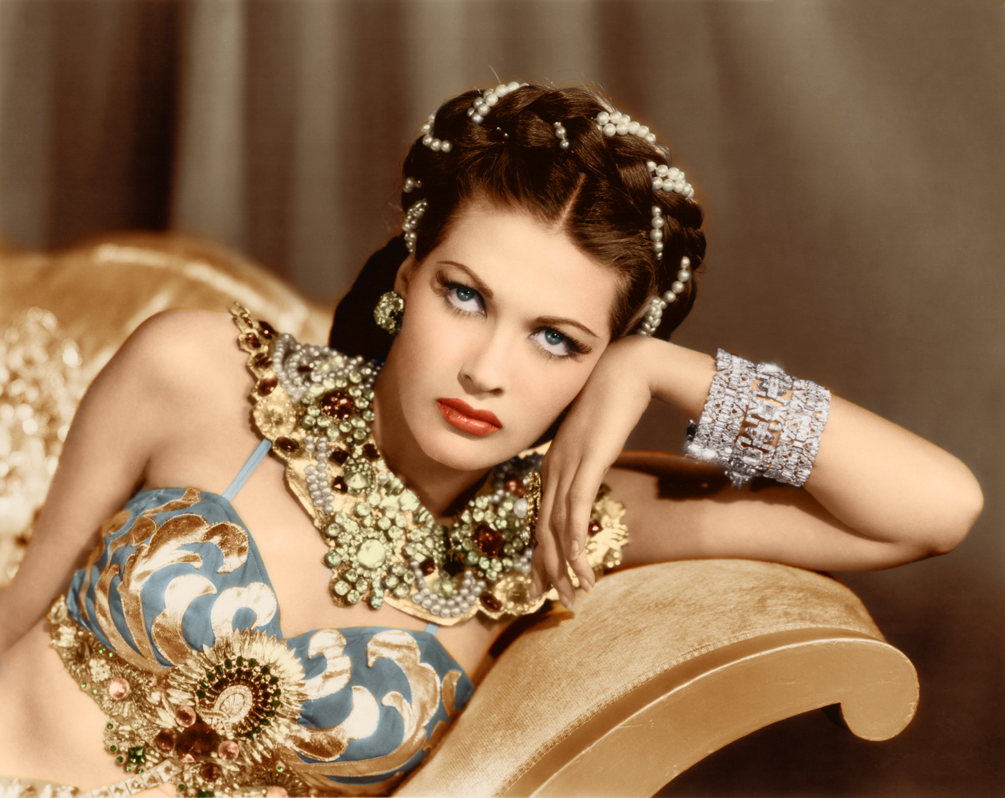 Watch Yvonne De Carlo video