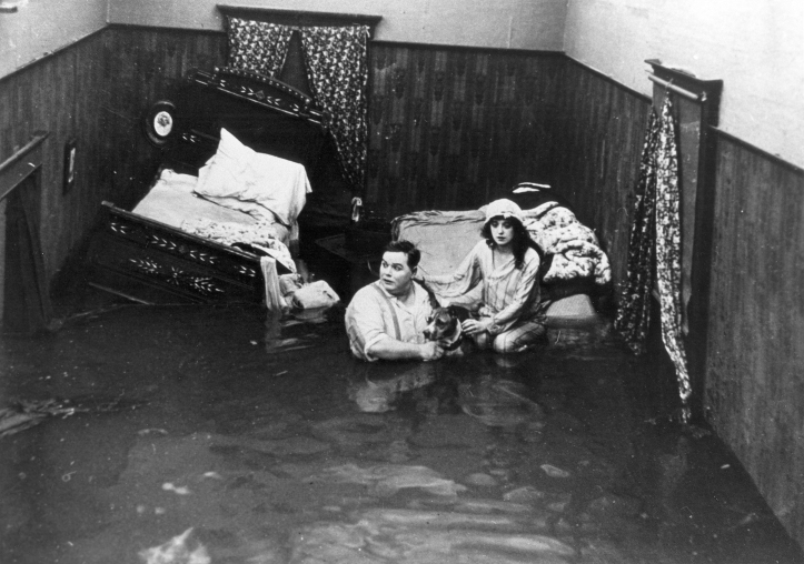 Fatty_Roscoe_Arbuckle_and_Mabel_Normand_in_the_film_Fatty_and_Mabel_Adrift_(1916)