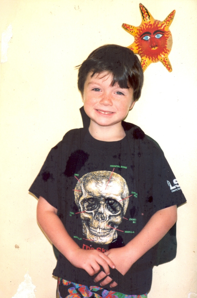 Charlie with skull tee0001